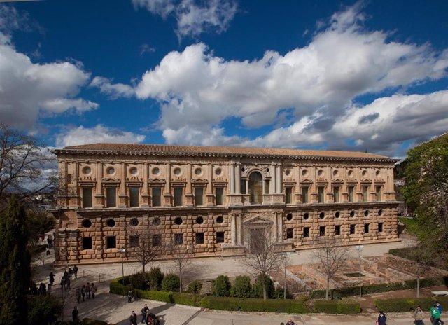 Archivo - Palacio de Carlos V del recinto alhambreño, en imagen de archivo