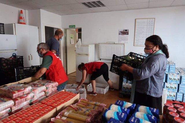 Alimentos para Cáritas y Cruz Roja de Menorca.