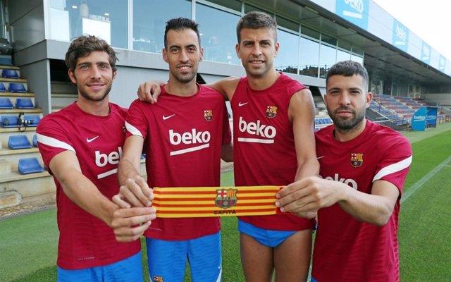 Els nous capitans del FC Barcelona en la temporada 2021/22. D'esquerra a dreta; Sergi Roberto (tercer capità), Sergio Busquets (primer capità), Gerard Piqué (segon capità) i Jordi Alba (quart capità).