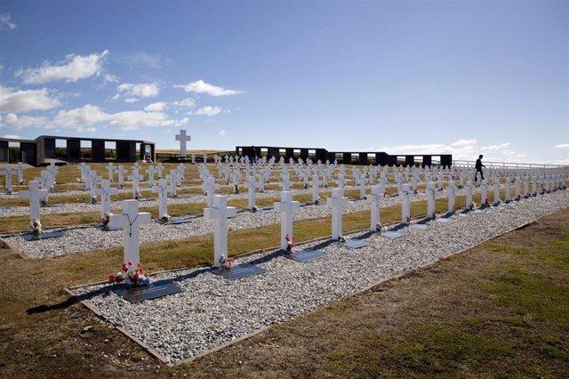 Archivo - Cementerio de Darwin en las Malvinas