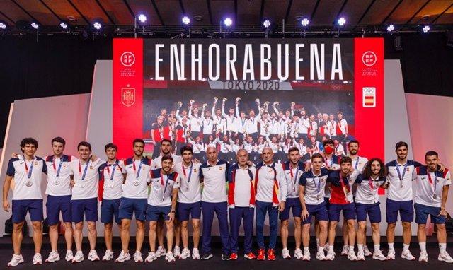 La selección española olímpica de fútbol en su homenaje en la Ciudad del Fútbol de Las Rozas tras conquistar la medalla de plata en los Juegos de Tokio