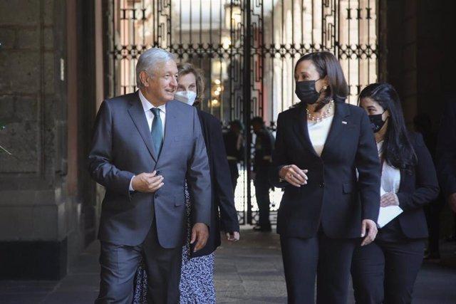 Archivo - El presidente de México, Andrés Manuel López Obrador, y la vicepresidenta de Estados Unidos, Kamala Harris.