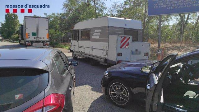 Els Mossos detenen tres homes a Girona presumptament per dos furts en àrees de descans de l'AP-7
