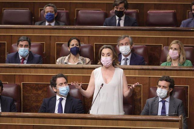 Archivo - La portavoz del PP en el Congreso de los Diputados, Cuca Gamarra, en una sesión de control al Gobierno en el Congreso