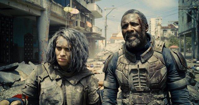 Daniela Melchior e Idris Elba en El Escuadrón Suicida