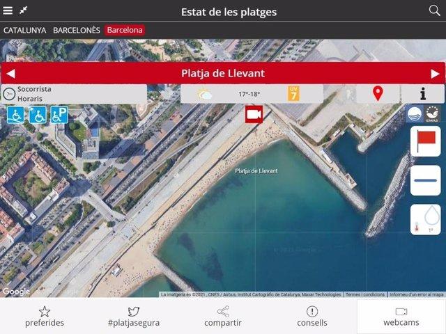Barcelona cierra al público la playa de Llevant por una mancha de gasoil en el agua