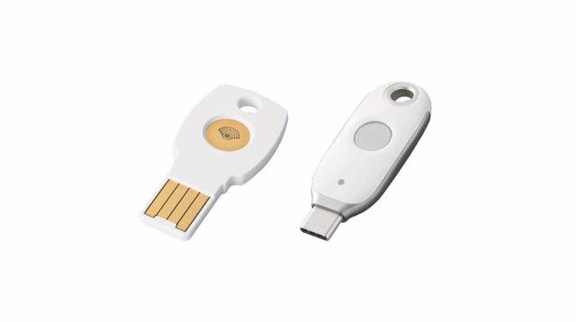Llaves de seguridad Titan de Google para puerto USB tipo A (izquierda) y C (derecha).
