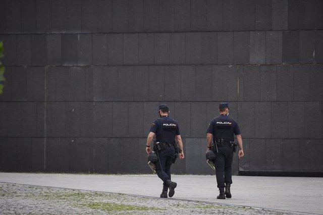 Archivo - Agentes de la Policía Nacional en foto de archivo.