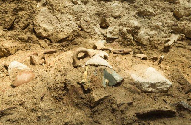 Restos de objetos cuya destrucción se atribuye a un terremoto hace 2.800 años