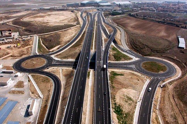 Archivo - Vista de la autopista M-12 Eje Aeropuerto de OHL