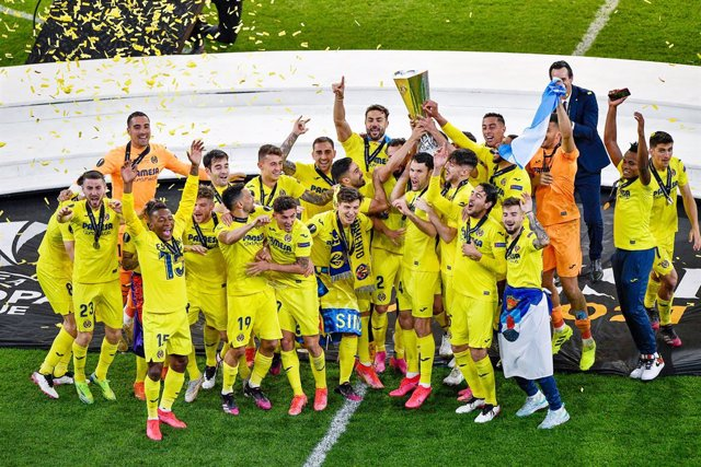 Archivo - Team of Villarreal CF celebrating the win of the UEFA Europa League after the UEFA Europa League, Final football match between Villarreal CF and Manchester United on May 26, 2021 at Stadion Energa Gdansk in Gdansk, Poland - Photo Pablo Morano /