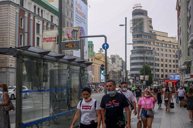 Un termómetro en el centro de Madrid marca una temperatura de 41 grados centígrados.