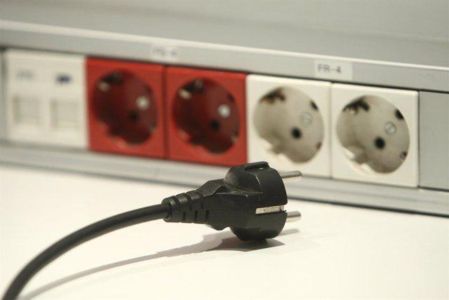 Archivo - Arxiu - Recusro electricitat. Luz. Endoll.