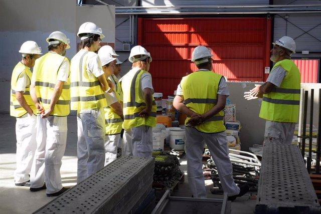 Varios obreros de la construcción