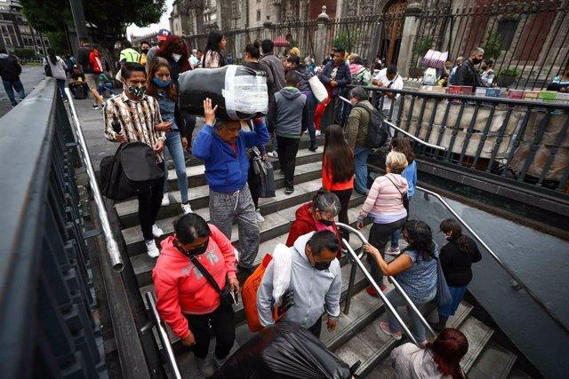 Archivo - Personas en Ciudad de México.