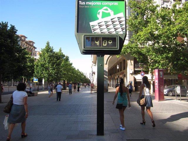 Archivo - Termómetro A 40º. Calor En Zaragoza