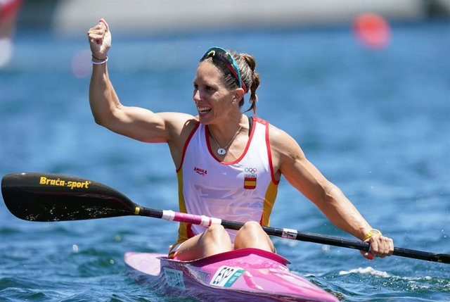 03 August 2021, Japan, Tokyo: Spain's Teresa Portela Rivas celebrates silver medal after the Women's Kayak Single 200m Final of the Canoe Sprint competitions, at Sea Forest Waterway, during the Tokyo 2020 Olympic Games. Photo: Mike Egerton/PA Wire/dpa