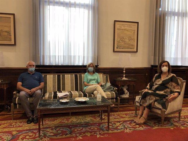 Armisén y la diputada de Hacienda en su reunión con el alcalde de Valle del Cerrato.
