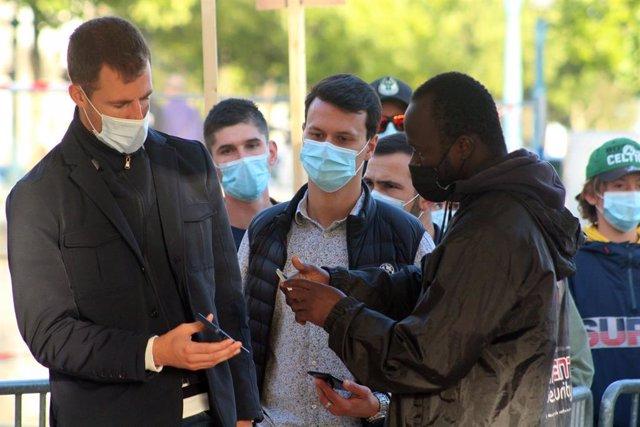 Comprobación del pasaporte sanitario en Lorient, Francia
