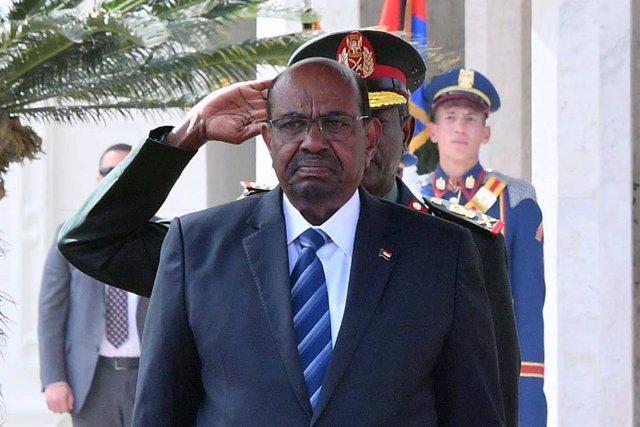 Archivo - El expresidente de Sudán Omar Hasán al Bashir