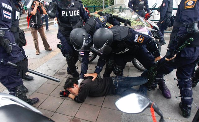 11 August 2021, Thailand, Bangkok: Riot policemen detain a protester during clashes following an anti-government rally in Bangkok led by the United Front of Thammasart and Demonstration activist group. Photo: Chaiwat Subprasom/SOPA Images via ZUMA Press W
