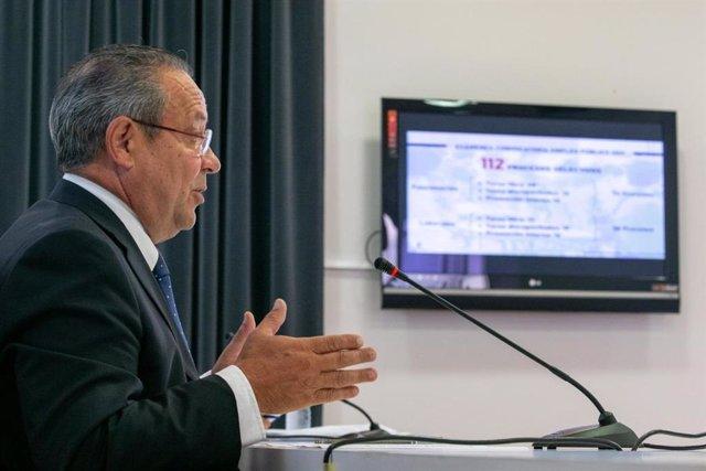El consejero de Hacienda y Administraciones Públicas, Juan Alfonso Ruiz Molina, en rueda de prensa.