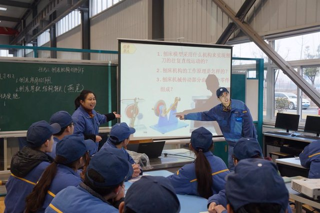 """XCMG Technician College to Partner with German Institutions to Launch """"Blue Sea Elite"""" Young Technicians Training Program."""