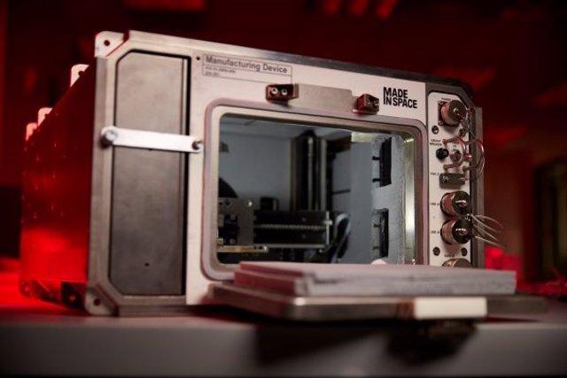 Dispositivo de fabricación aditiva de Redwire, que se utilizará para ejecutar las impresiones simuladas de regolito para la misión Redwire Regolith Print.