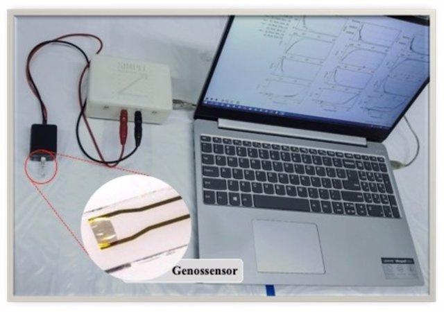 Analizador de impedancia conectado a un biosensor de ADN que puede utilizarse para detectar la secuencia genética del SARS-CoV-2