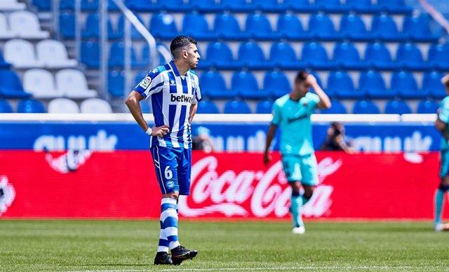 Archivo - Rodrigo Battaglia of Deportivo Alaves during the Spanish league, La Liga Santander, football match played between Deportivo Alaves and Levante UD at Mendizorroza stadium on May 08, 2021 in Vitoria, Spain.