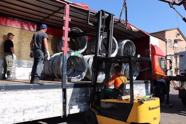 Envío de material desde Ucrania para la construcción de una verja en Lituania