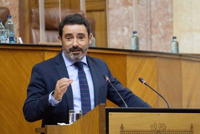Archivo - El portavoz del PP-A en la Comisión de Agricultura, José Ramón Carmona, en una imagen de archivo en el Pleno del Parlamento.
