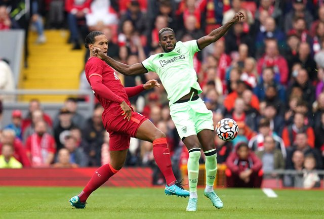 08 August 2021, United Kingdom, Liverpool: Liverpool's Virgil van Dijk (L) and Athletic Bilbao's Inaki Williams in action during the Pre-Season Friendly soccer match between Liverpool and Athletic Bilbao at Anfield. Photo: Nick Potts/PA Wire/dpa