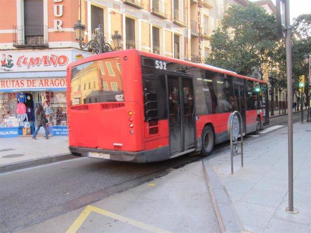 Archivo - Autobús urbano de Zaragoza.