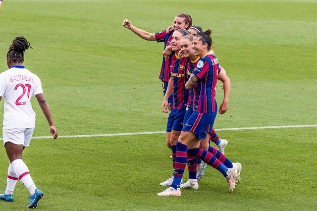 Archivo - Lieke Martens of Fc Barcelona Femeni  celebrates a goal Jennifer Hermoso of Fc Barcelona Femeni, Alexia Putellas of Fc Barcelona Femeni during the Uefa Women's Champions League Semi-finals second leg match between Fc Barcelona Femeni and Paris S