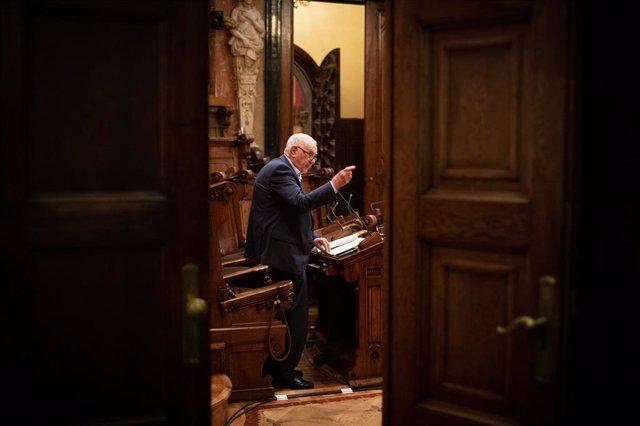 El president d'ERC a Barcelona, Ernest Maragall, intervé en una sessió plenària a l'Ajuntament de Barcelona, a 23 de juliol de 2021, a Barcelona, Catalunya (Espanya). Aquest Ple és l'últim que se celebra abans de l'aturada estival i el primer que