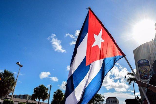 Bandera de Cuba en una protesta contra el Gobierno de la isla en Miami, Estados Unidos