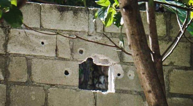 Archivo - Agujeros de bala en la fachada de la vivienda del presidente haitiano, Jovenel Moise, asesinado el 7 de julio en su residencia particular