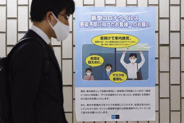 Archivo - Cartel con recomendaciones frente al coronavirus en Tokio