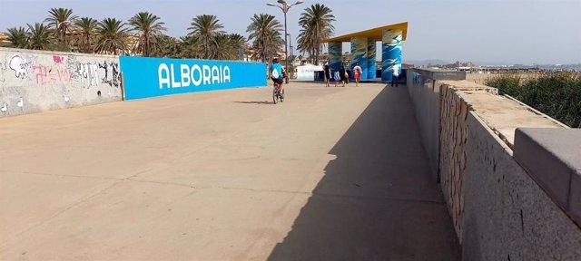 Puente del paseo marítimo que une la Malvarrosa con Alboraya