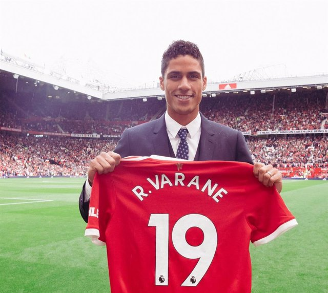 Raphaël Varane con la camiseta del Manchester United