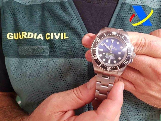 Guardia Civil y Agencia Tributaria intervienen en Mallorca miles de artículos falsificados.