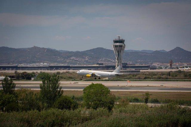 Archivo - Arxivo - Un avió en l'aeroport de Josep Tarradellas Barcelona-El Prat