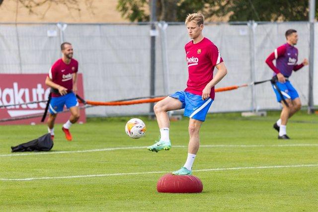 Frenkie de Jong durant un entrenament amb el FC Barcelona