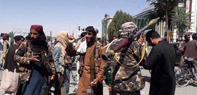 Talibanes en la ciudad afgana de Ghazni.