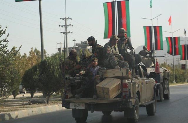 Vehículos militares en Kabul