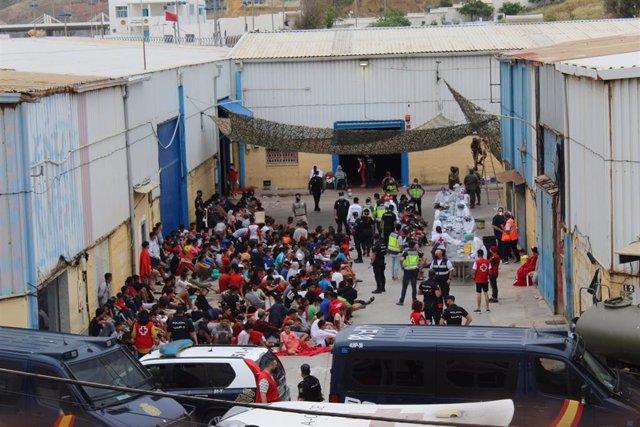 Archivo - Menores en Ceuta tras la crisis migratoria de mediados de mayo.