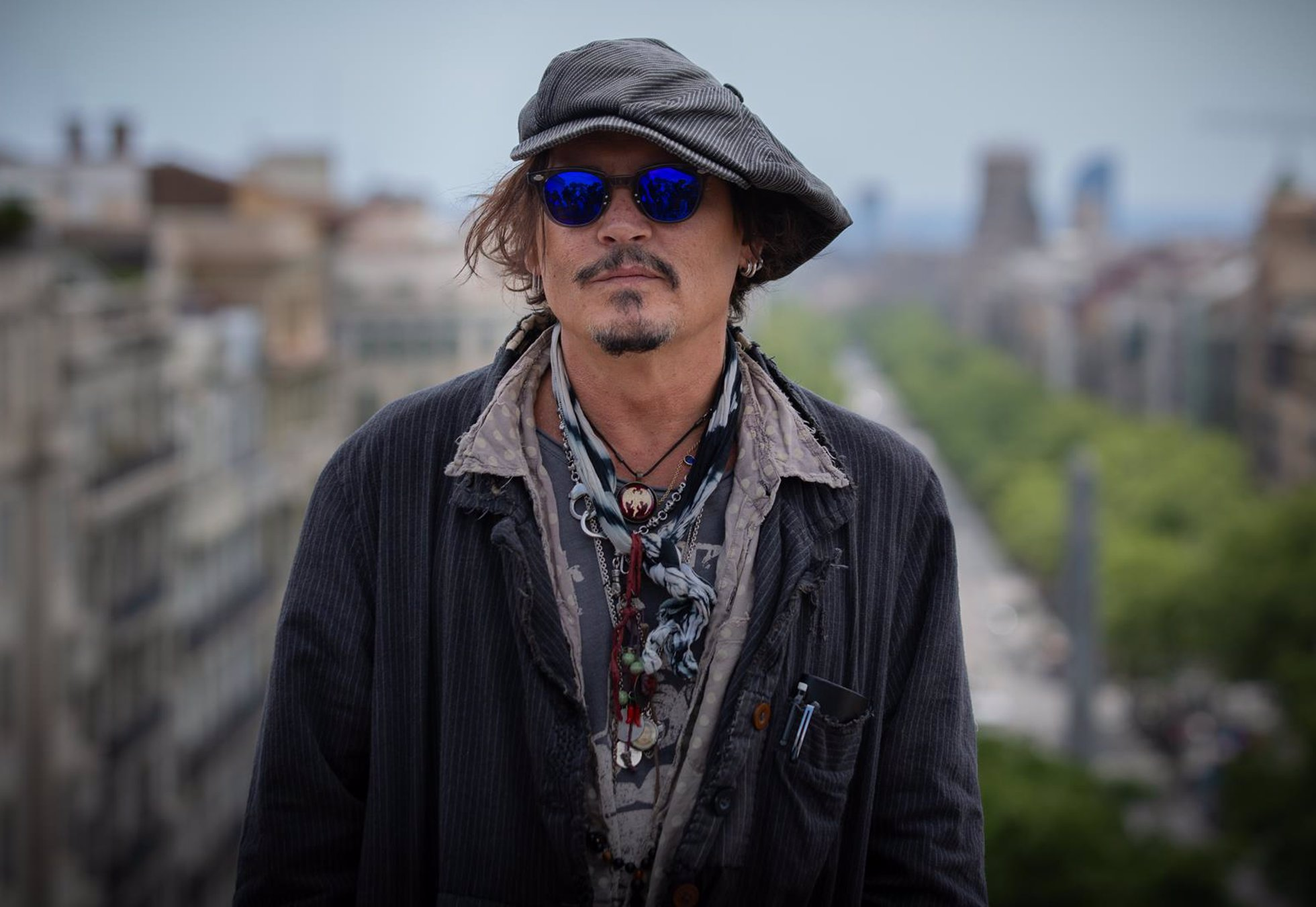 Archivo - El actor Johnny Depp posa después de la rueda de prensa de presentación de la película 'El fotógrafo de Minamata' en la quinta edición del BCN Film Fest, a 16 de abril de 2021, en Barcelona (España).