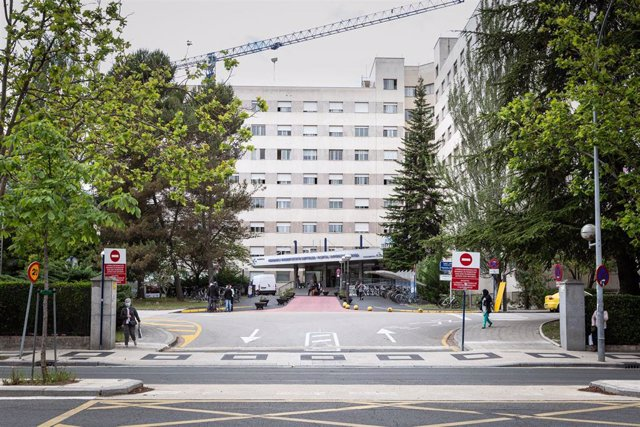 Archivo - Entrada del  Hospital de Txagorritxu (Vitoria)