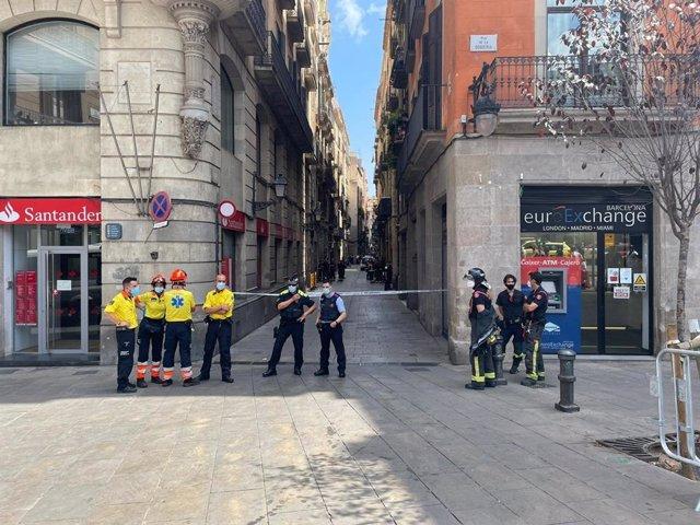 Desallotgen un hotel proper a la Rambla de Barcelona i acordonen la zona